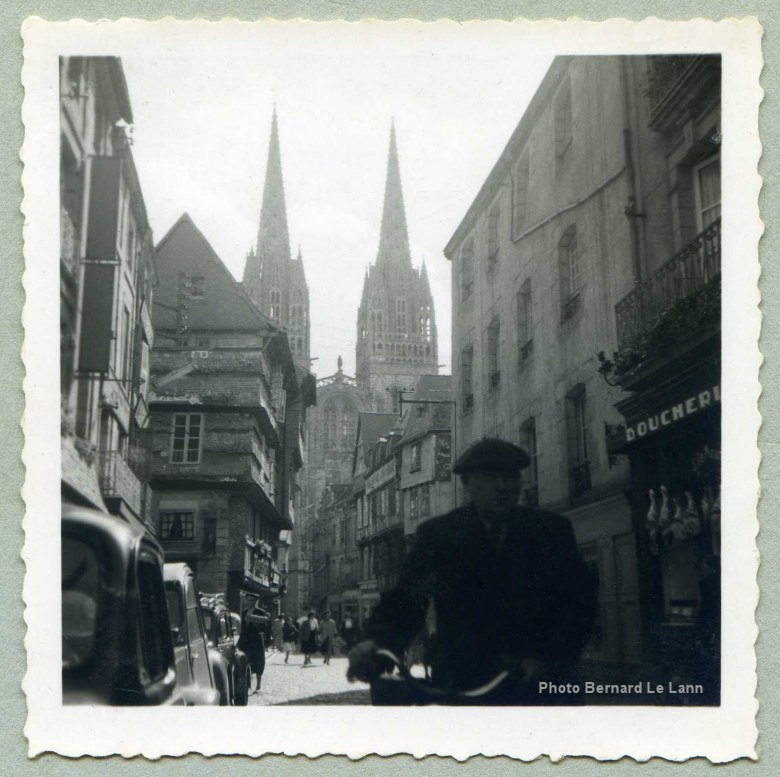 Quimper la rue k r on et la cath drale st corentin timbre de 1954 - Saint maclou quimper ...